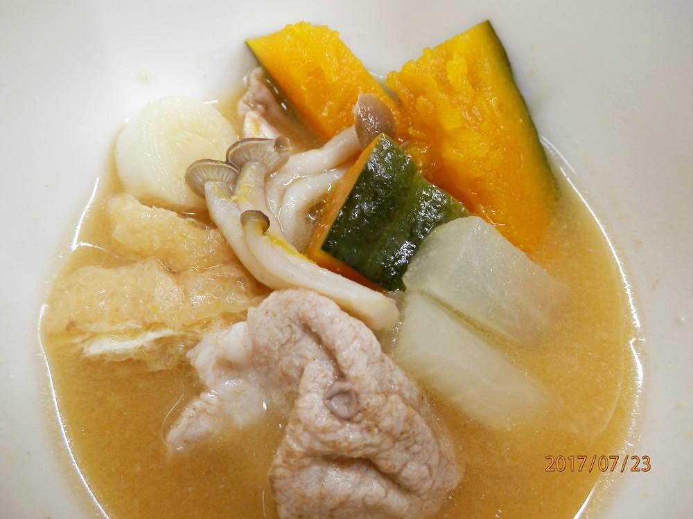 色々お野菜の豚汁風味噌汁