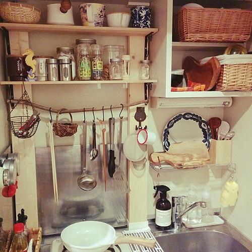 籠を使ったキッチン収納