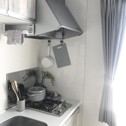 グレーで統一されたキッチン
