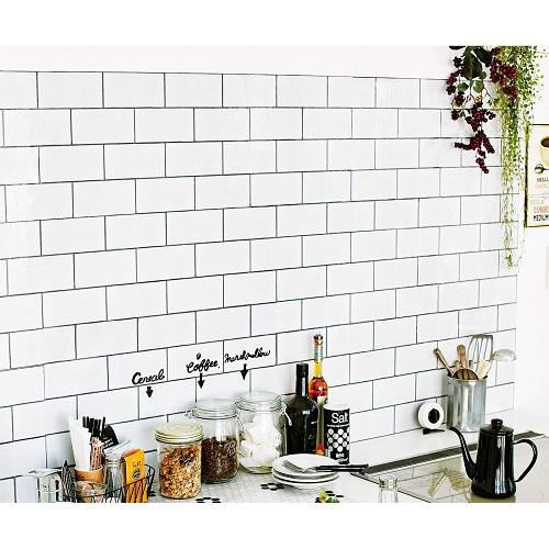 壁紙の色を変えたキッチン