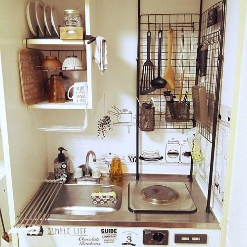 ワイヤーネットを活用したキッチン