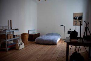 できるだけ背の低い家具を選ぶ