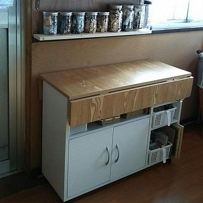 棚の上を使って作業スペースにする。